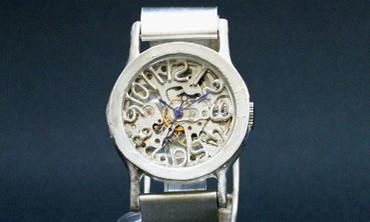 男性の誕生日プレゼントにオススメの機械式手作り時計