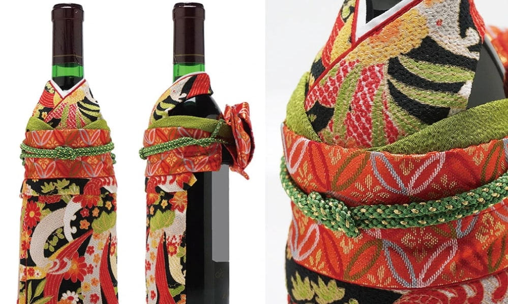着物で「おめかし」した黒系振袖の生まれ年ワイン