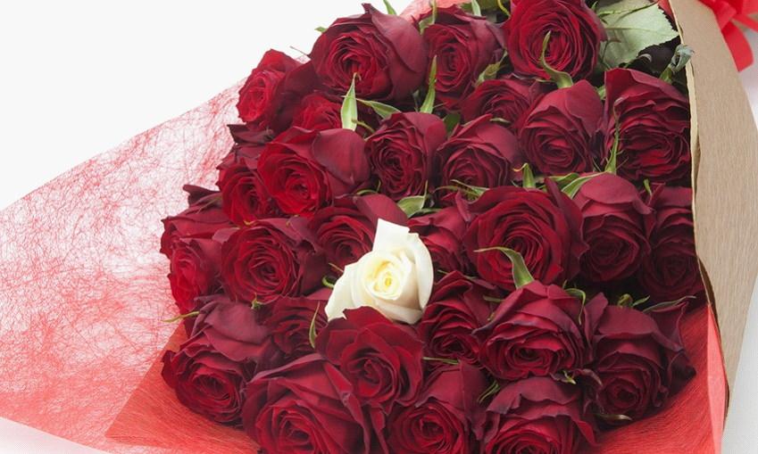 サプライズの誕生日プレゼント・バラの花束