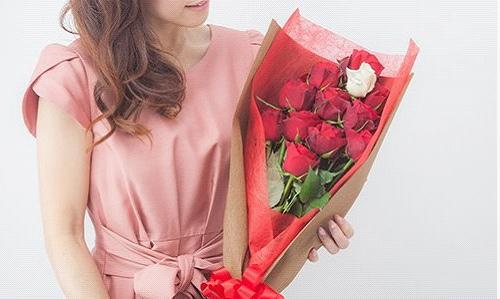 12本のバラの花束