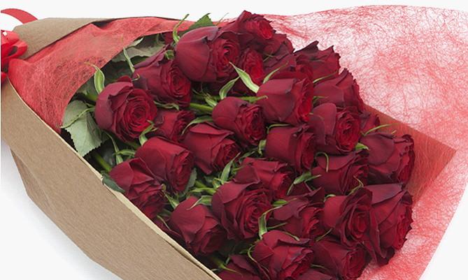 サプライズの誕生日プレゼント/バラの花束
